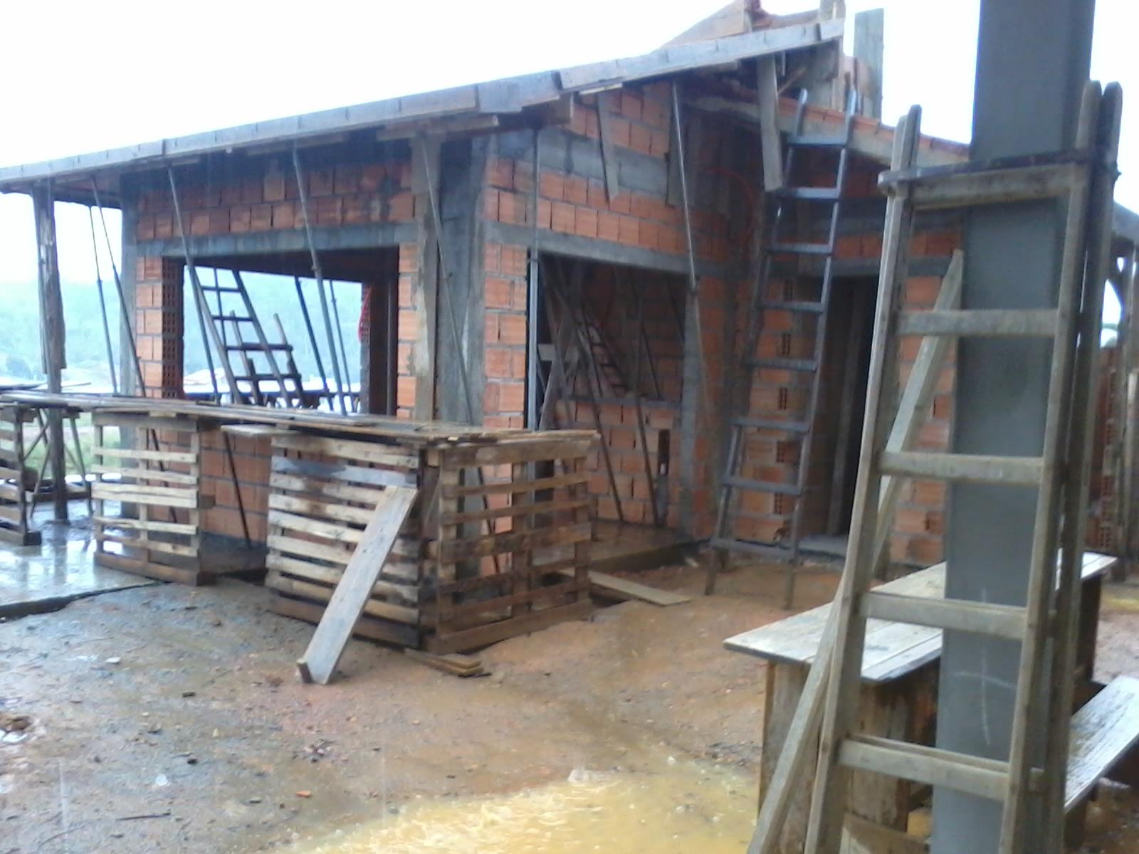 dos banheiros e o outro lixou e preparou as aberturas das janelas  #877444 1600x1200 Banheiro Com Janela Na Laje