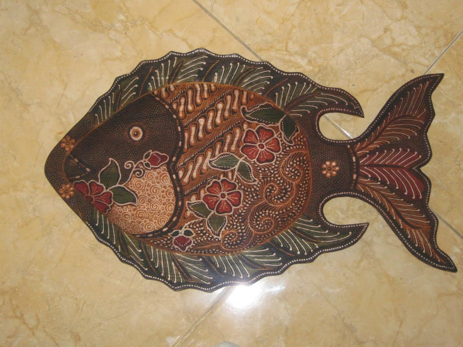 Dan masih banyak lagi produk kreatif dari batik yang mewarnai pasar lokal hingga mancanegara Tugas kita tentunya selain mencintai produk Indonesia