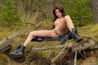 Naughty Girl - 0023-775238.jpg