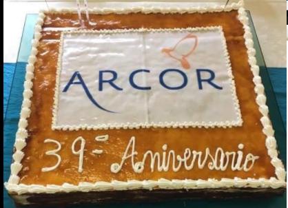 A Arcor está a comemorar o 39º. aniversário no salão do centro social!