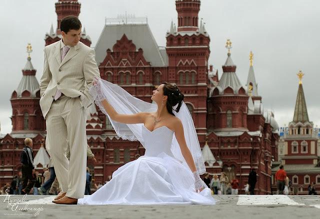 жених и невеста на красной площади