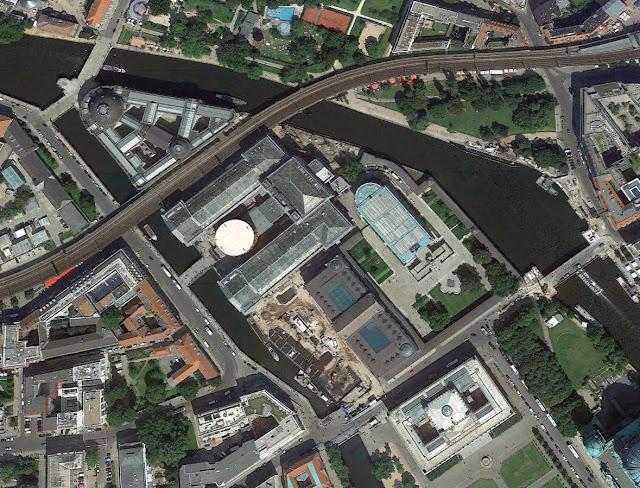 Baustelle Museumsinsel, Pergamon-Museum, Google Earth Bildaufnahmen, 10178 Berlin, 1943 - 2012
