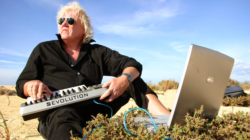 Edgar Froese à Fuerteventura, 2004 / photo : Bianca Acquaye / source : Veryshow