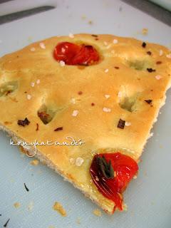 tomato-focaccia-slice