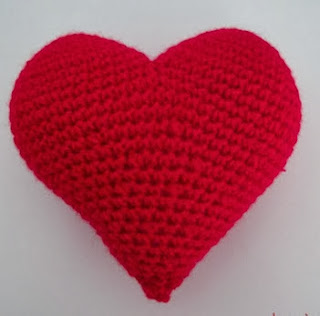 http://translate.googleusercontent.com/translate_c?depth=1&hl=es&prev=/search%3Fq%3Dhttp://knittedart.wordpress.com/2014/01/14/best-crochet-projects-of-2013-meilleurs-projets-de-crochet-de-2013/%26safe%3Doff%26biw%3D1429%26bih%3D984&rurl=translate.google.es&sl=en&u=http://louisetmoi.blogspot.com.es/2013/02/corazon-de-amigurumi.html&usg=ALkJrhgyemOOkqYbcFDT2sinGGBTm_lvMQ