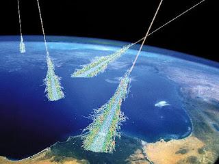Rappresentazione artistica delle cascate di raggi cosmici (NASA)