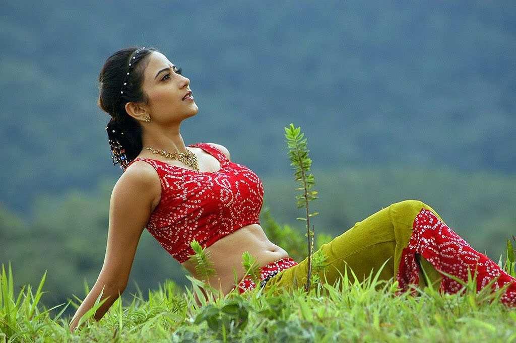 Crush Of The Day..!: Aditi Sharma Hot Boobs - Pallu drop