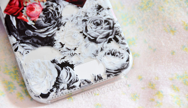 The print on the contrast floral X phone case from Clash Cases is super clear, sharp, and detailed.