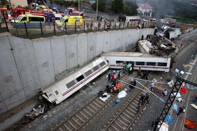 Video mostra momento exato do descarrilhamento de trem na Alemanha. Foram contabilizados mais de 80 mortos.