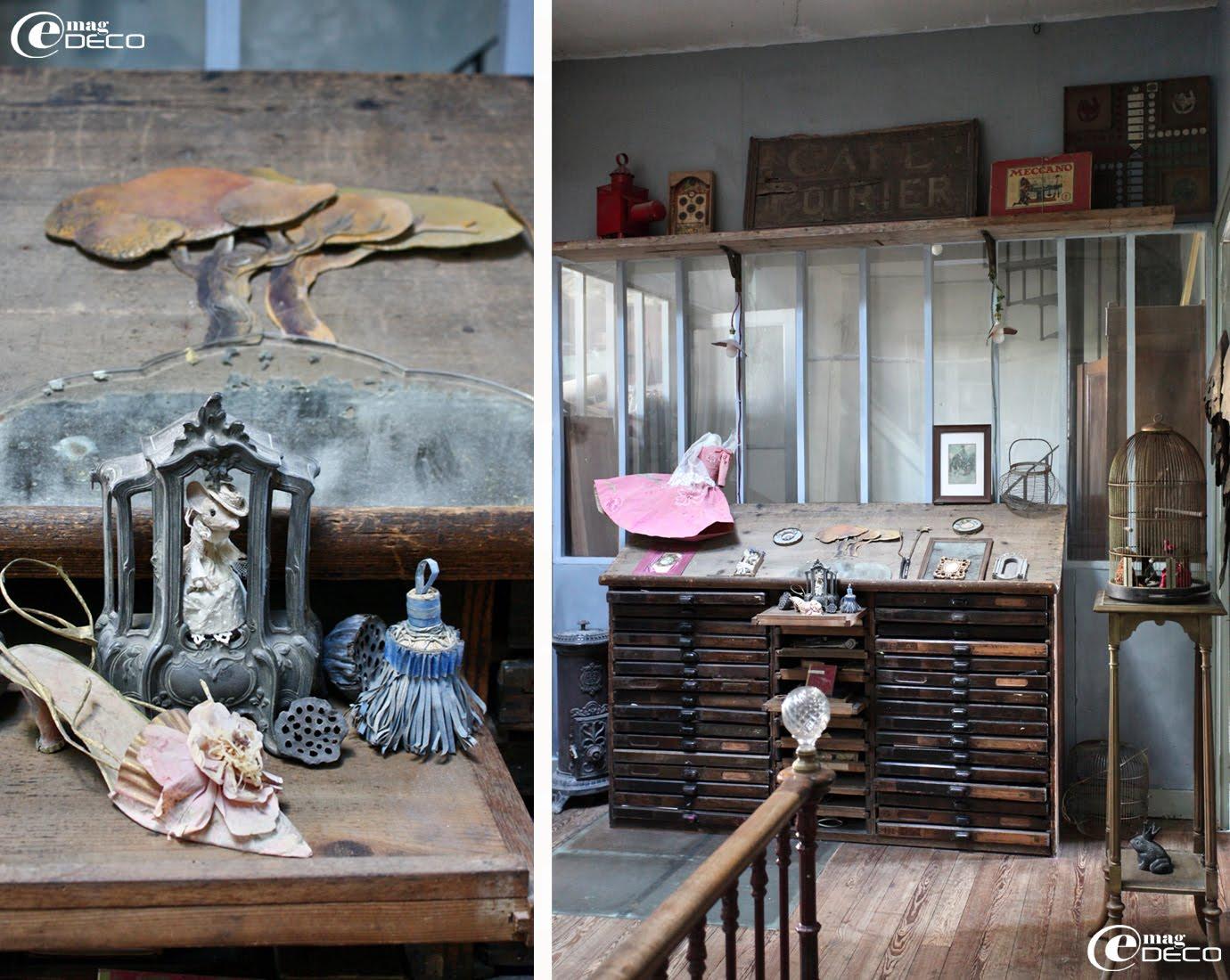 Vieux meuble d'imprimerie devant une verrière dans la cage d'escalier chez Miss Clara