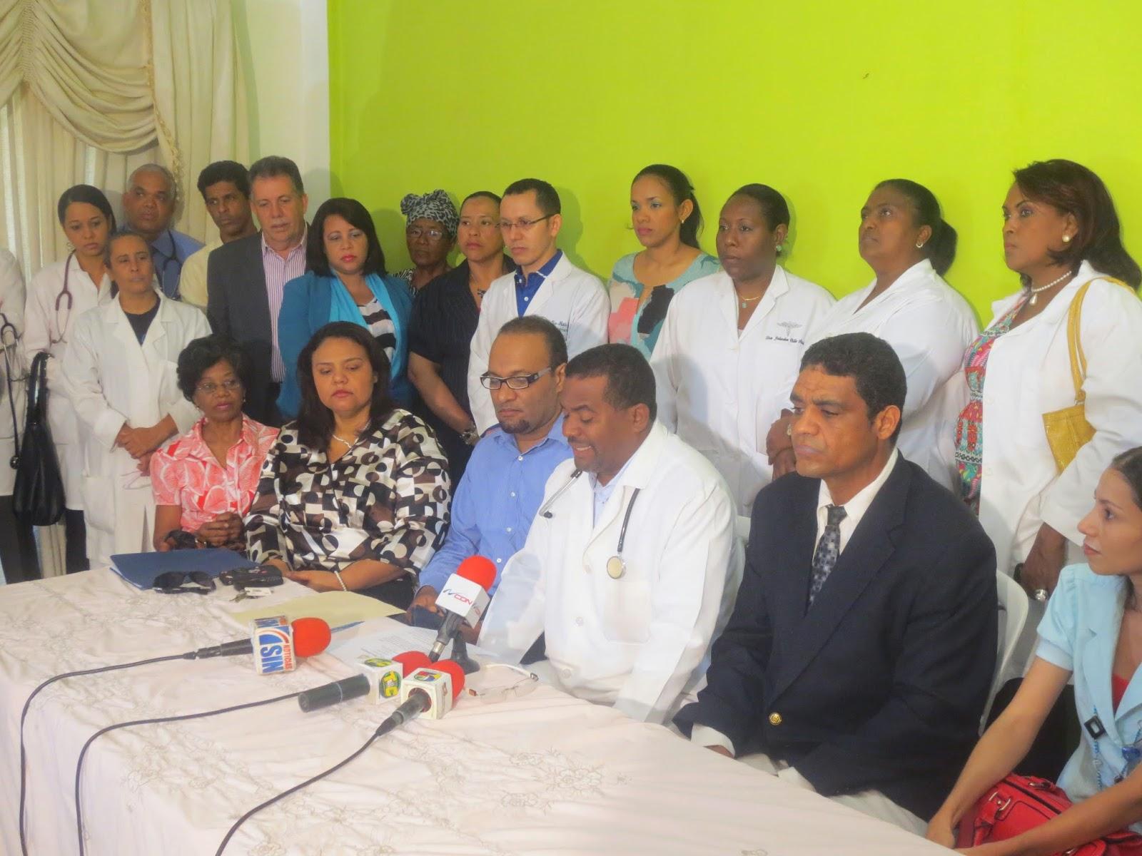 Medicos cotuisanos reconocen labor del ex Ministro Freddy Hidalgo