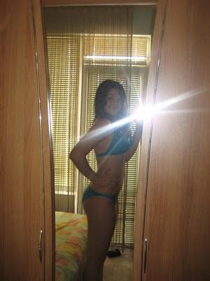 Дъщерята на Глория си пуска голи снимки