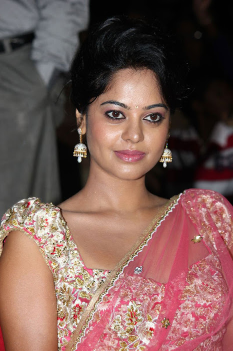 bindu madhavi new saree actress pics