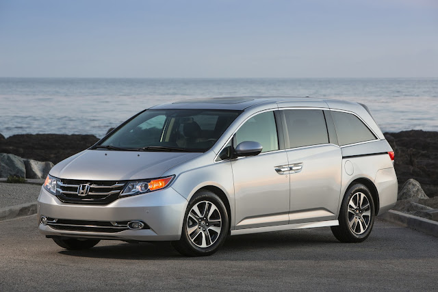 Front 3/4 view of 2016 Honda Odyssey
