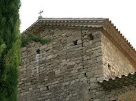Paret de ponent de Sant Martí de Serraïma on s'endevina l'antic campanar de cadireta