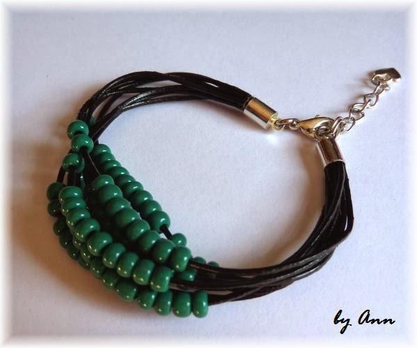 bransoletka z rzemieni czarnych czarna z zielonymi koralikami