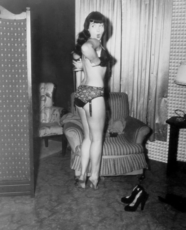 a candid photo of pin up queen bettie page
