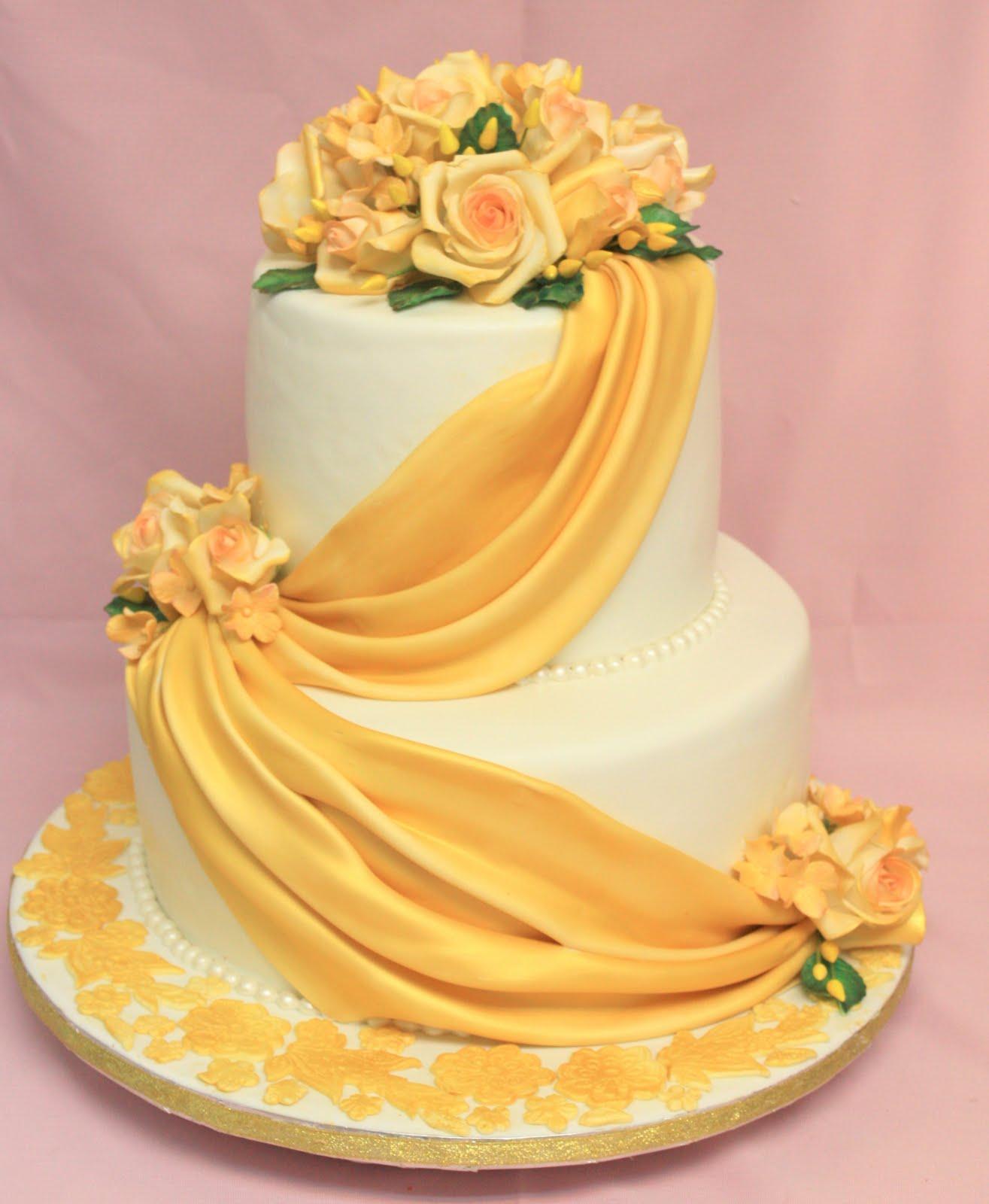 Complete Deelite: Golden Roses Wedding Cake
