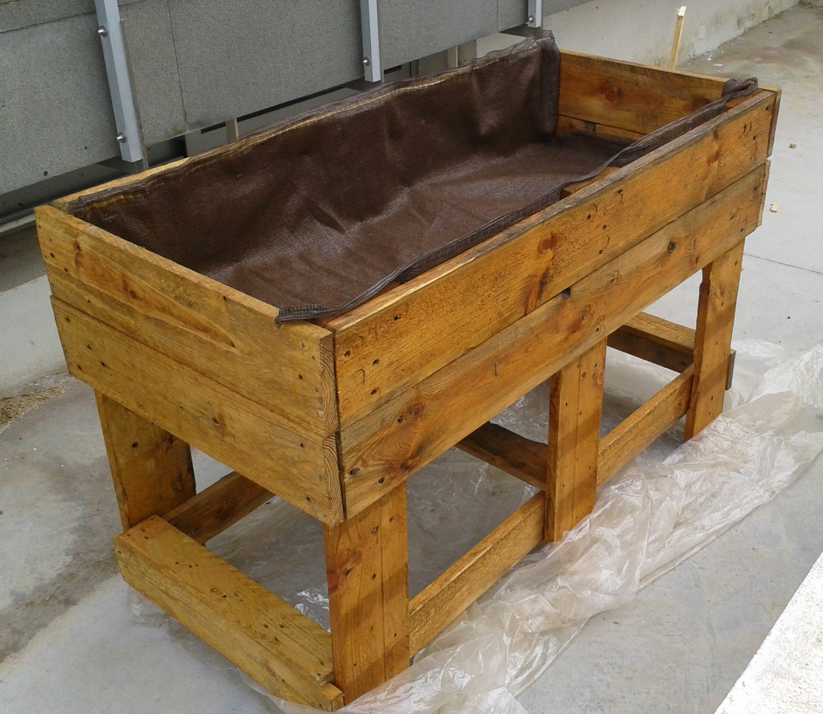 Remueblete jardinera de palets - Como impermeabilizar madera ...