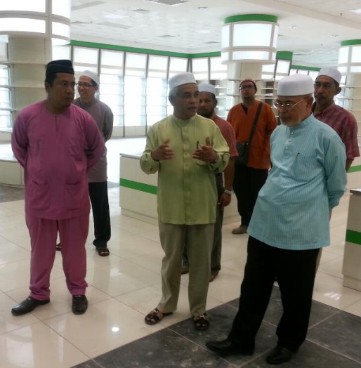 Bersama Tn. Guru Dato' Dr. Haron dan Pengerusi HIG
