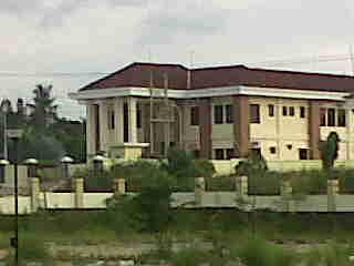 Gambar-Pengadilan-Militer-diseberang-masjid-agung-banjarbaru