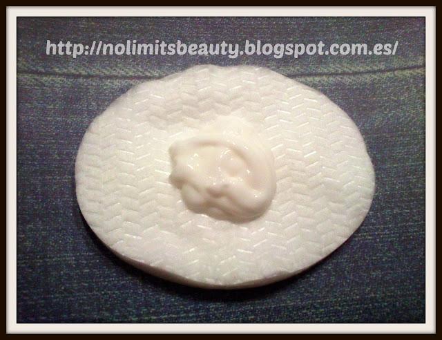 Emulsión Limpiadora Suave - DermatoClean de Eucerin  (textura)