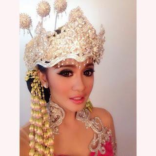 Foto Model Kebaya Artis Laudya Cynthia Bella Desain Terbaru