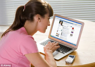 Facebook friends can induce risky behavior: Study