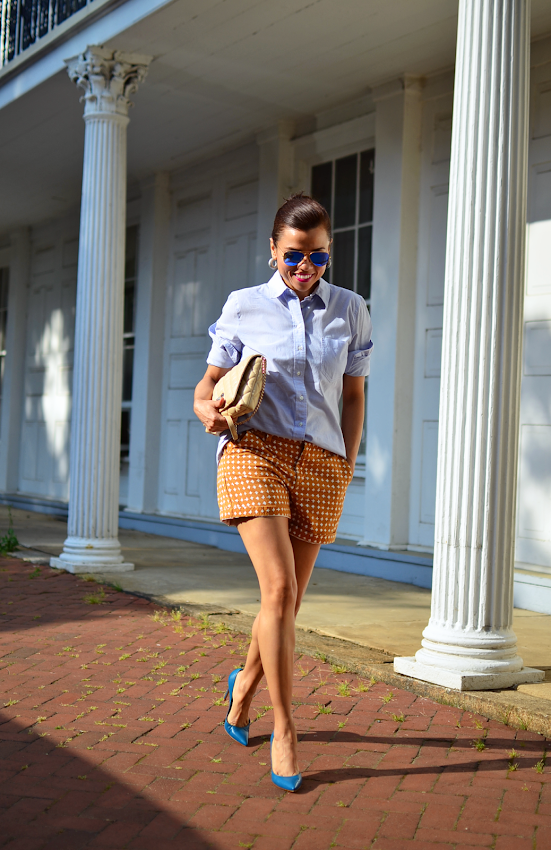 Outfit with shorts and pumps