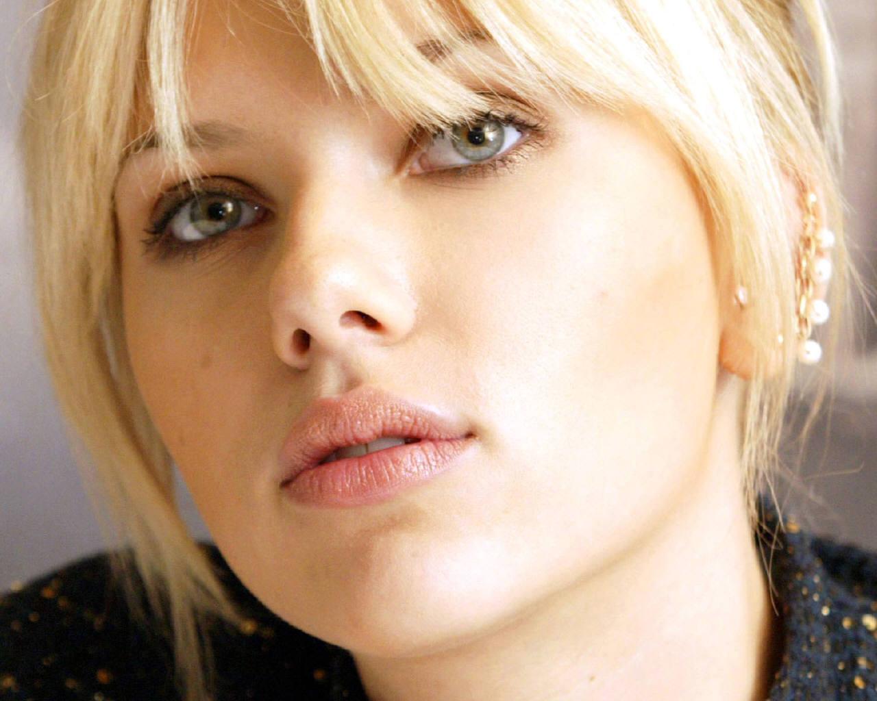 http://3.bp.blogspot.com/-OqZMG0QOeOg/T1IHrdbEPEI/AAAAAAAAmZ0/qb9t4ejtMgs/s1600/Scarlett+Johansson+-+Wallpaper+%2810%29.jpg