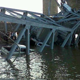 Foto Jembatan Tenggarong Samarinda Runtuh