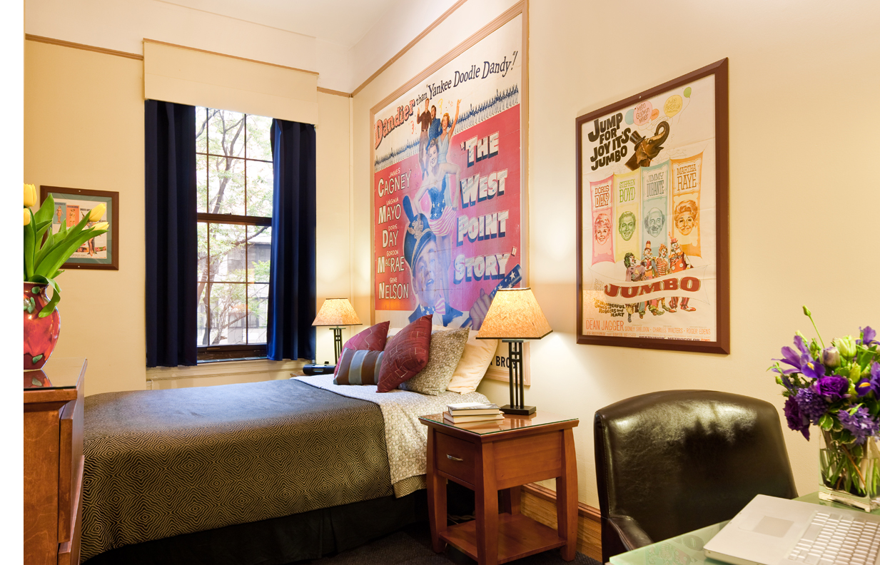 NYC hotels near L subway - close to Williamsburg -Chelsea Pines Inn