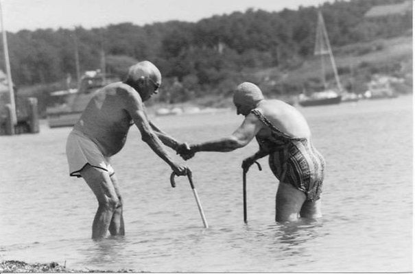 16 Elderly Couples Prove You're Never Too Old To Have Fun - Swimming In The Sea