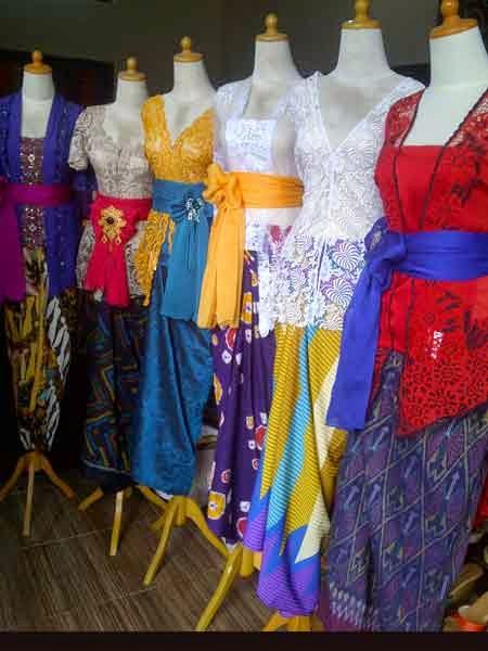Ragam Corak dan Model Baju Kebaya Artis Selebritis