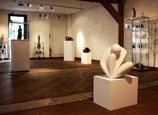 Exposition Espace-Galerie des femmes : Pensive résine blanche