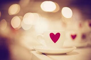 une tasse de cafe avec un coeur