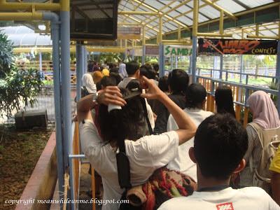 Mengantri Kereta Wisata Mekarsari
