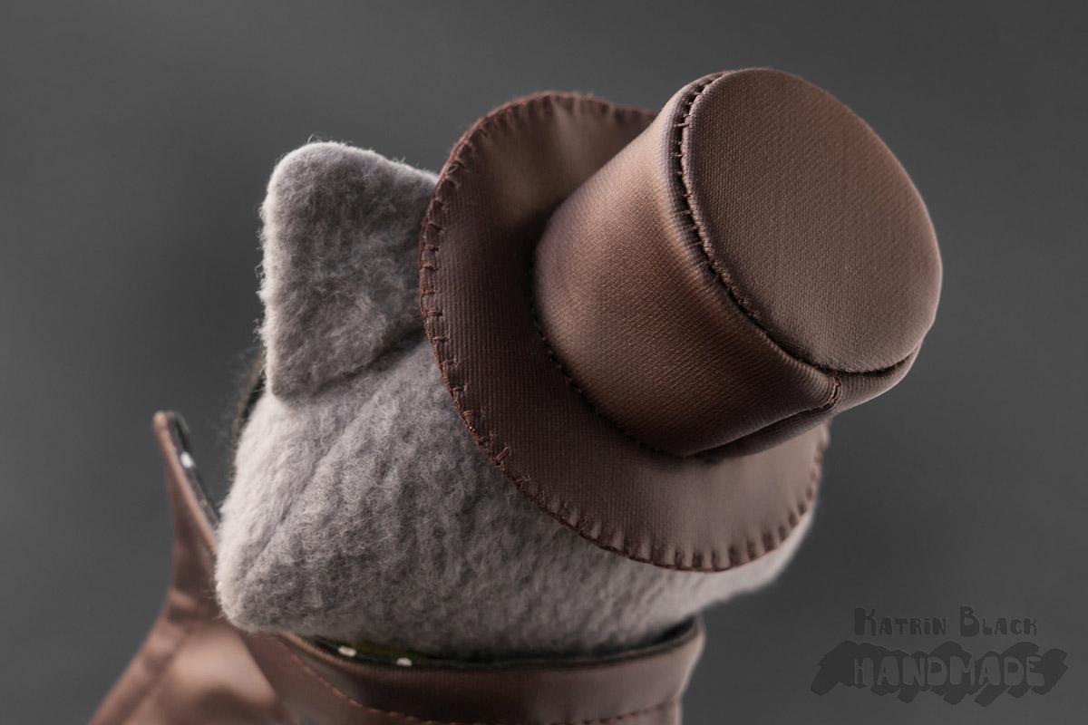 Интерьерная игрушка - енот в шляпе.