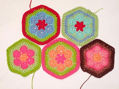 African Flower Hexagon Crochet Pattern Free : MES FAVORIS TRICOT-CROCHET: Tuto crochet : African Flower ...