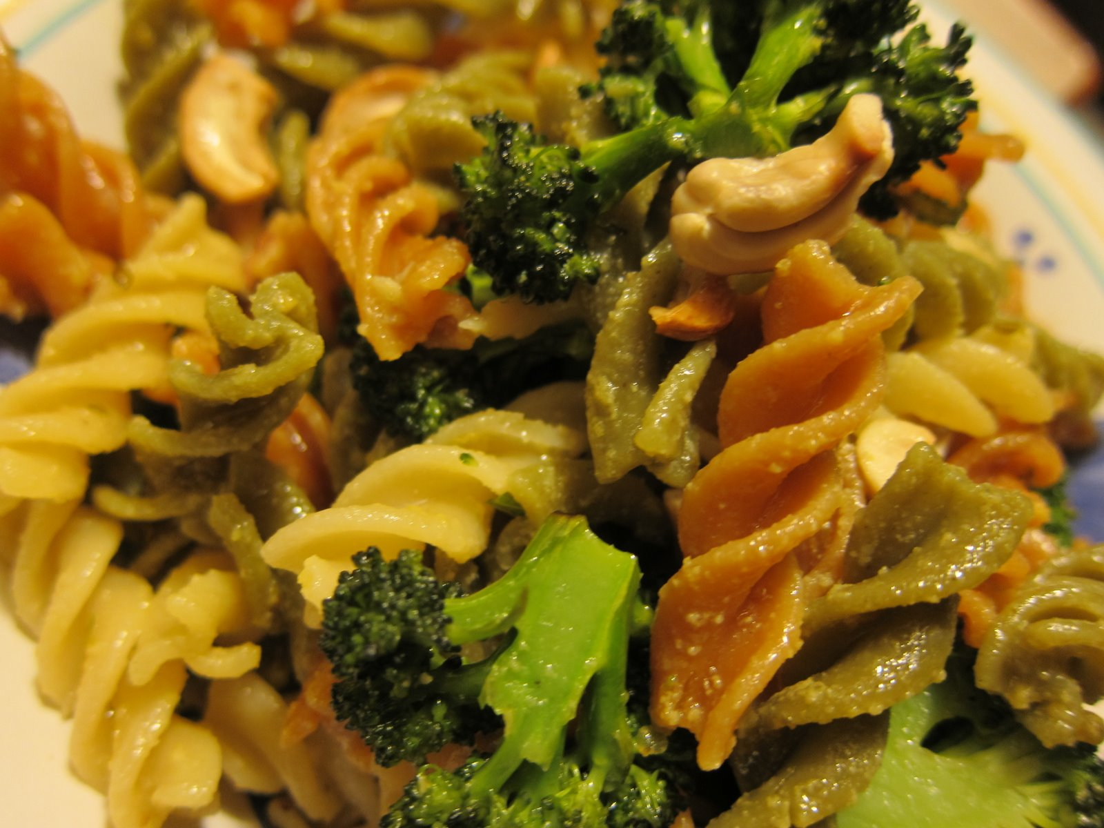WholeFoodVegan: Garlic Butter Pasta with Roasted Broccoli and Cashews