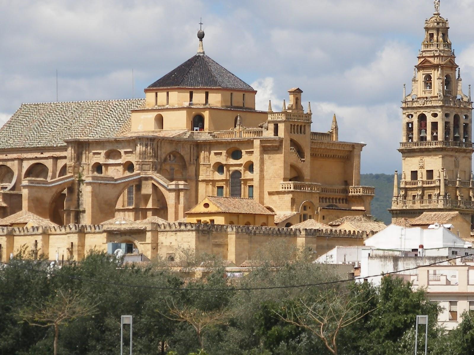 Qurtubanos mezquita versus catedral for Exterior mezquita de cordoba