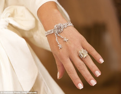 Kim Proudly Displayed her 2 million dollar wedding ring that was from Kris