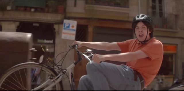 Canzone pubblicità Mentos Cool 2015, ragazzo bici piscina