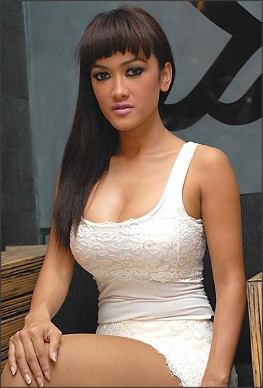 Foto-foto Seksi Julia Perez Artis Paling Hot di Indonesia