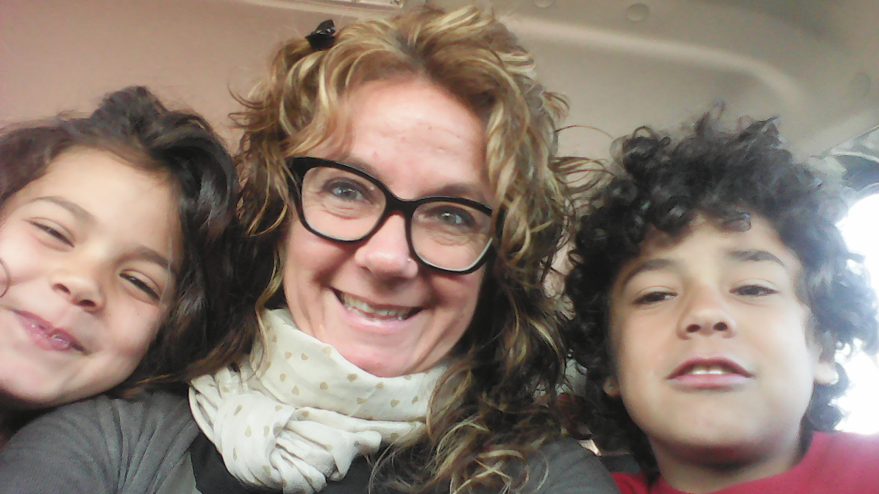 Mamá con mis hermanos.