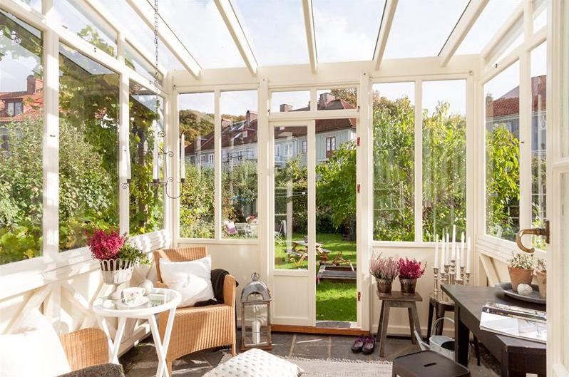Un porche acristalado para disfrutar del buen tiempo - Decorar cristales de puertas ...