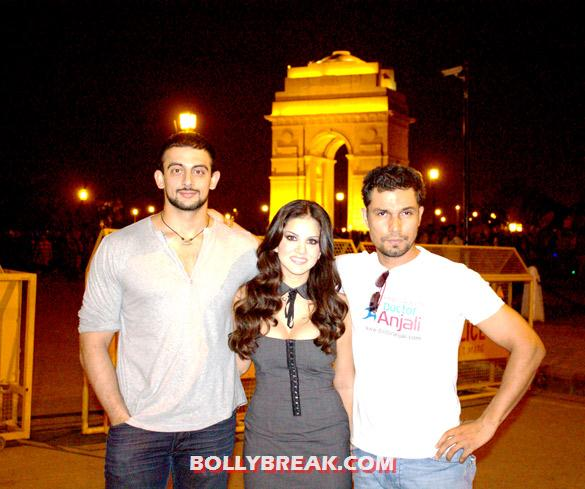 Arunoday Singh, Sunny Leone, Randeep Hooda at India Gate - Sunny Leone at India Gate in Delhi