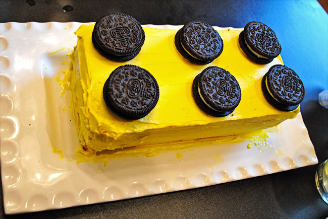 Make Lego Cake Design : i should be mopping the floor: {Ridiculously Easy} #Lego Cake
