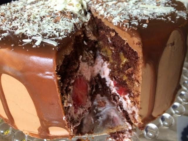Chokladtårta med jordgubb, dulce och nougat/chokladganache