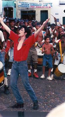 Olodum abre circuito com homenagem a Michael Jackson  HELLOWORLD